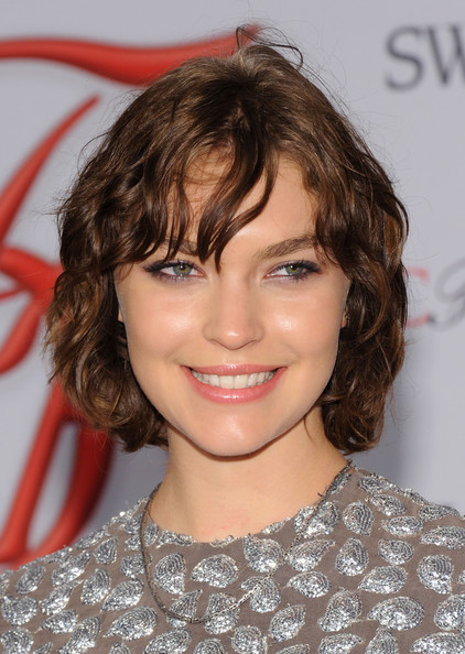 Arizona Muse Short Curls [hair,face,hairstyle,eyebrow,chin,lip,brown hair,blond,layered hair,forehead,arrivals,arizona muse,alice tully hall,new york city,cfda fashion awards]
