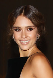 Jessica Alba brought back the Marcel wave for an evening at the Armani Hotel Milano.
