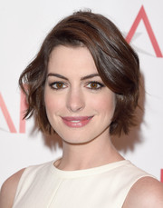 Anne Hathaway looked adorable with her short waves at the 2015 AFI Awards.