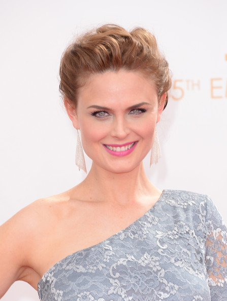 More Pics of Emily Deschanel One Shoulder Dress (1 of 34) - One Shoulder Dress Lookbook - StyleBistro