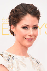 Amanda Crew pulled her hair back into a wavy updo for the Emmys.