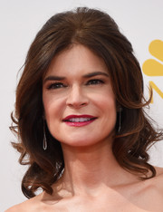 Betsy Brandt wore a lovely retro-style half-up 'do during the Emmys.