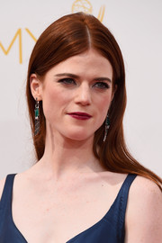 Rose Leslie wore a simple yet classic straight center-parted 'do when she attended the Emmys.
