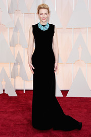 Cate Blanchett kept it understated yet chic at the Oscars in a sleeveless black Maison Margiela Couture gown, punctuated with a turquoise statement necklace.