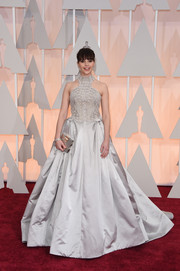 Felicity Jones was a style standout at the Oscars in a princess-worthy gray Alexander McQueen gown boasting a pearl-embellished bodice and a voluminous skirt.