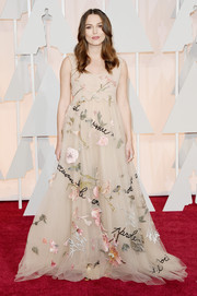 Keira Knightley looked absolutely enchanting at the Oscars in a nude Valentino Couture gown featuring layers of flower-embroidered chiffon.