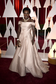 Viola Davis made a regal statement in an ivory off-the-shoulder ballgown by Zac Posen during the Oscars.