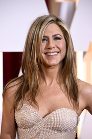 Jennifer Aniston looked fabulous with her piecey layers during the Oscars.