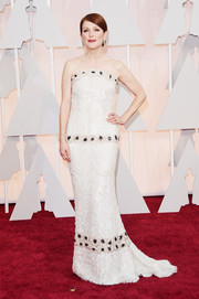 Julianne Moore looked absolutely enchanting at the Oscars in a fully sequined Chanel strapless gown, further accented with rows of black-centered rosettes.