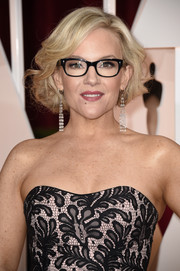 Rachael Harris attended the Oscars wearing her hair in a cute curled-out bob.