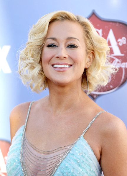 More Pics of Kellie Pickler Curled Out Bob (1 of 23) - Curled Out Bob Lookbook - StyleBistro
