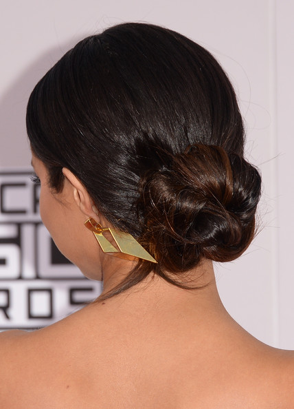 Selena Gomez opted for a stylish twisted bun when she attended the American Music Awards.