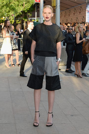 Anne V paired her shorts with a boxy black top, also by Jonathan Simkhai.