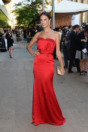 Alessandra Ambrosio's gold hard-case clutch and red strapless gown were a super-sophisticated pairing.