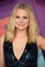Kristen Bell sported edgy center-parted waves at the CMT Music Awards.