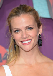 Brooklyn Decker styled her simple 'do with a pair of huge black dangle earrings by Kendra Scott.