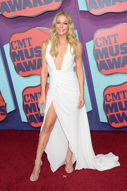 LeAnn Rimes kept it simple yet stylish with taupe Stuart Weitzman Nudist sandals.