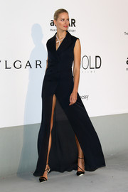 Karolina Kurkova complemented her dress with a pair of strappy black pumps.