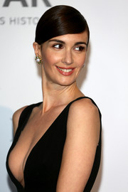 Paz Vega finished off her look with lovely pearl and gemstone studs.