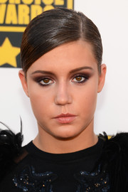 Adele Exarchopoulos attended the Critics' Choice Awards wearing her hair in a sleek side-parted ponytail.