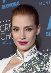 Jessica Chastain amped up her white look with a pop of bright pink lipstick.