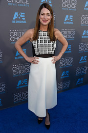 Gillian Flynn arrived at the Critics' Choice Movie Awards wearing a great monochrome dress with a printed top and plain skirt.