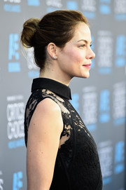 Michelle Monaghan wore her hair in a lovely loose bun at the Critics' Choice Movie Awards.