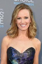 Brook Anderson's hair was styled into loose waves at the Critics' Choice Movie Awards.
