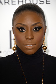 Laura Mvula went for sleek styling with this Croydon facelift during the Elle Style Awards.