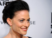 Lara Pulver finished off her look with a classic updo when she attended the Elle Style Awards.