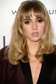 Suki Waterhouse styled her hair with wispy bangs and bouncy waves for the Elle Style Awards.