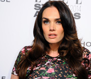 Tamara Ecclestone wore her long hair with a center part and feathered waves when she attended the Elle Style Awards.