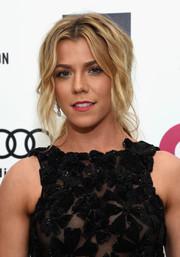 Kimberly Perry attended Elton John's Oscar-viewing party wearing a messy-edgy loose ponytail.