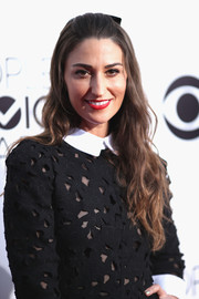 Sara Bareilles looked youthful with her half-up wavy 'do at the People's Choice Awards.