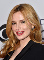Bella Thorne attended the People's Choice Awards wearing her red hair in a lovely cascade of waves.