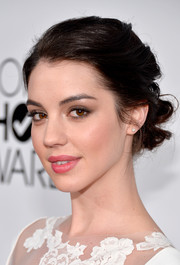 Adelaide Kane pulled her hair back into a sweet bobby-pinned updo for the People's Choice Awards.