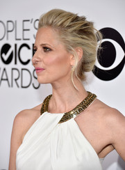 Sarah Michelle Gellar went for classic glamour with this loose updo at the People's Choice Awards.