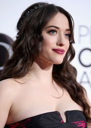 Kat Dennings looked like a goddess with her long wavy 'do during the People's Choice Awards.