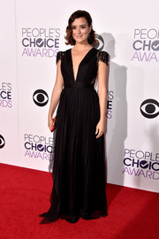 Cote de Pablo walked the People's Choice Awards red carpet looking like a princess in a black gown with lacy cap sleeves and a deep-V neckline.