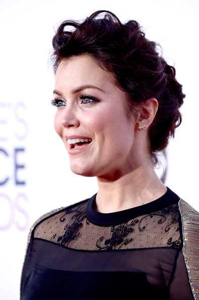 More Pics of Bellamy Young Messy Updo (6 of 25) - Updos Lookbook - StyleBistro [hair,face,hairstyle,eyebrow,beauty,chin,lip,smile,fashion,forehead,peoples choice awards,part,california,los angeles,nokia theatre la live,arrivals,bellamy young]