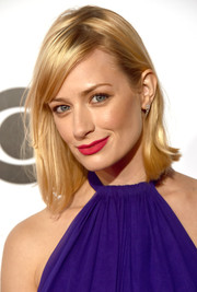 Beth Behrs' bold red lipstick went beautifully with her purple outfit.
