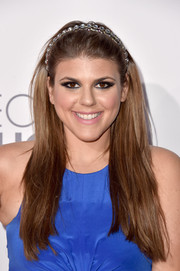 Molly Tarlov kept her hairstyle on the casual side with this long straight cut during the People's Choice Awards.