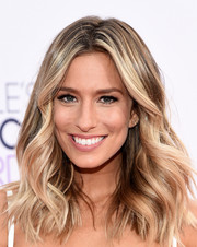 Renee Bargh looked fab with her windblown waves at the People's Choice Awards.