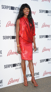 Naomi Campbell kept the shine going with a pair of rose-gold T-strap sandals.