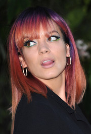 Lily Allen looked quite the pop star with this funky blend of sparkly jewel-tone eyeliner.