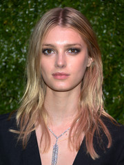 Sigrid Agren attended the Tribeca Film Festival Artists Dinner wearing a disheveled-chic layered cut.