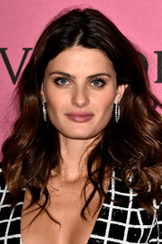 Isabeli Fontana left her hair loose with a center part and bouncy waves for the Victoria's Secret fashion show after-party.