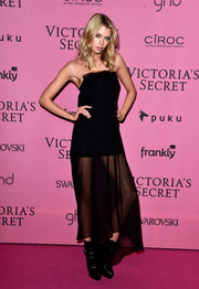 Stella Maxwell contrasted her delicate dress with chunky black boots.