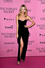 Martha Hunt kept it classic with this black sweetheart-neckline strapless gown at the Victoria's Secret fashion show after-party.