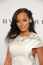 Selita Ebanks went for romantic styling with this vintage-glam half-up 'do during the amfAR New York Gala.